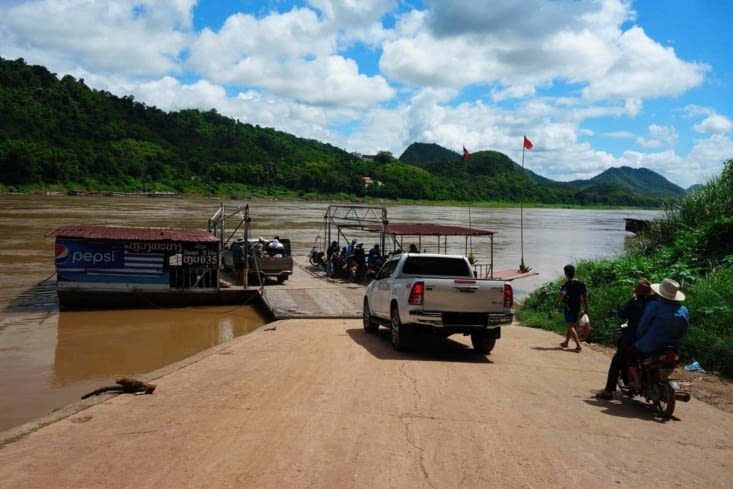 Traversée du Mékong / Across the Mekong River