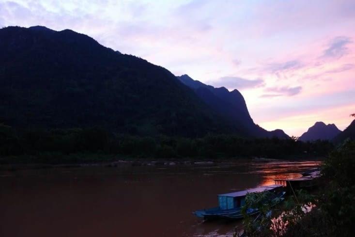 Coucher de soleil à Muang Ngoi Neua / Sunset in Muang Ngoi Neua