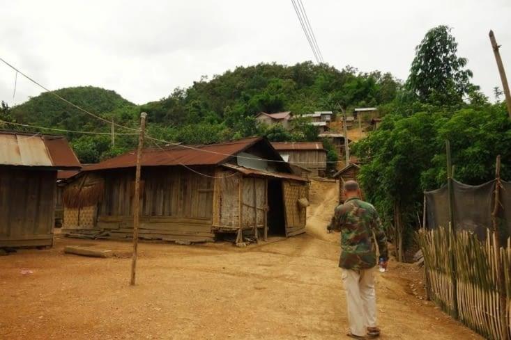 Dans le village / In the village