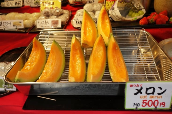 4,5 euros la part de melon / 4.5 euros 1 piece of melon
