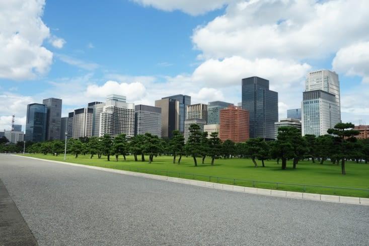 Quartier d'affaires en face du Palais impérial / Building in front of the imperial Palace