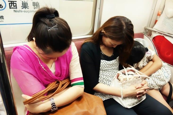 Sieste dans le métro / Nap in the subway 2