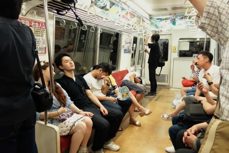Sieste dans le métro / Nap in the subway