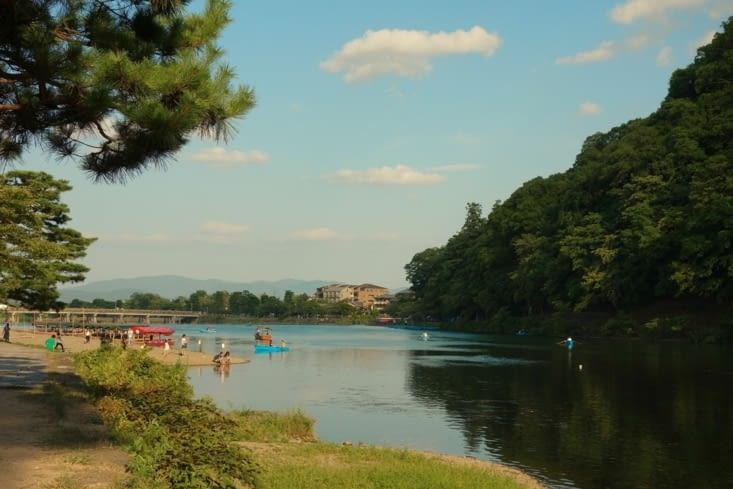 Le long de la rivière / Along the river