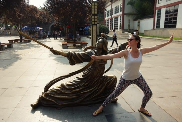 En plein apprentissage des arts martiaux / Learning martial arts