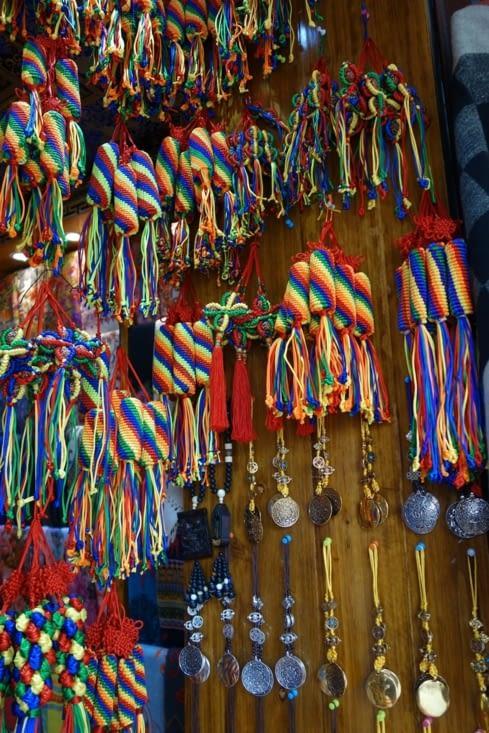 Pendentifs tressés de couleur / Colorful braided decoration