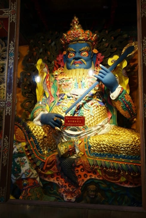 Statue de protecteur (prise au temple de Jokhang) / Protector statue (picture taken at Jokhang temple)