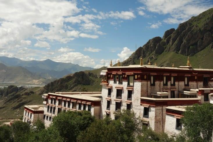 Vue sur la vallée depuis le monastère de Drepung / View on the valley from the Drepung monastery