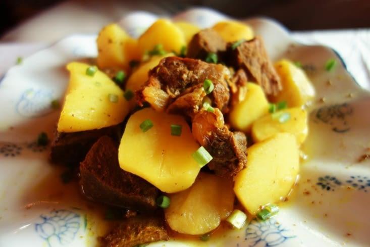 Plat typique : viande de Yak et pdt / Typical meal : Yak meat and potatoes