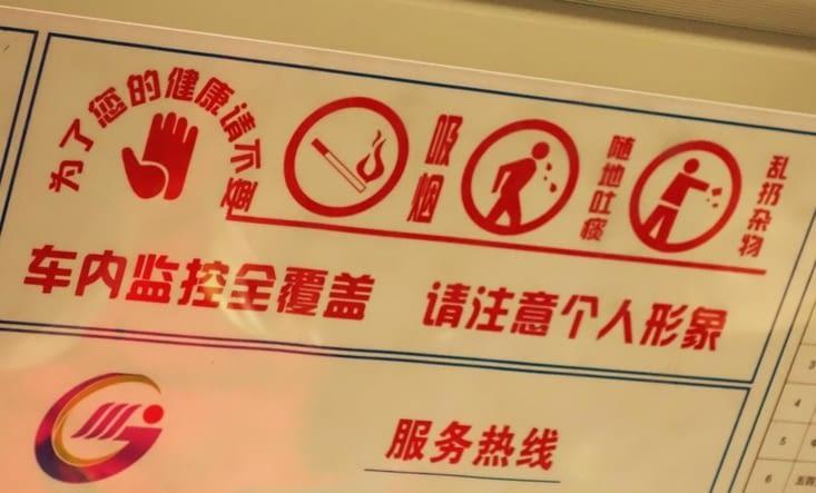 Interdiction de cracher (dans le bus) ! / Spitting is forbidden (in the bus) !