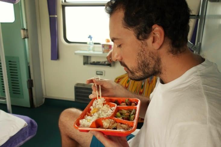 Repas dans le train / Lunch in the train