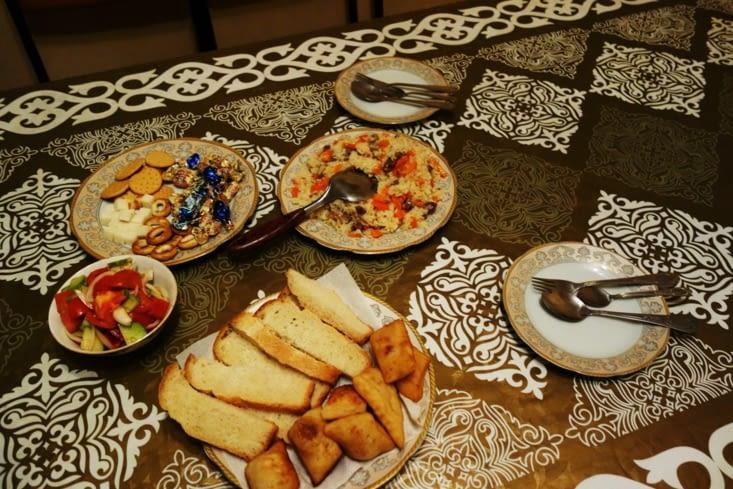 Notre premier repas au Kazakhstan / Our first meal in Kazakhstan