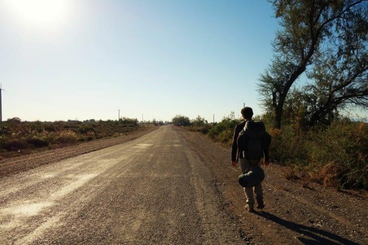Sur la route toute la sainte... / Walking along the road