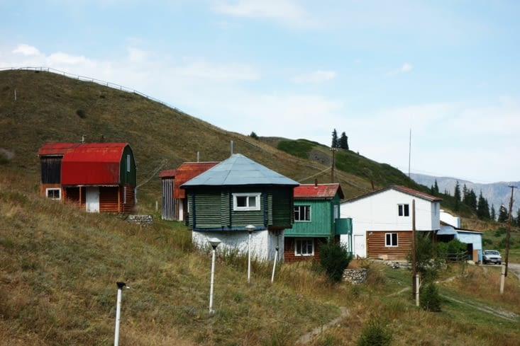Chalets près du lac / Cabins near the lake
