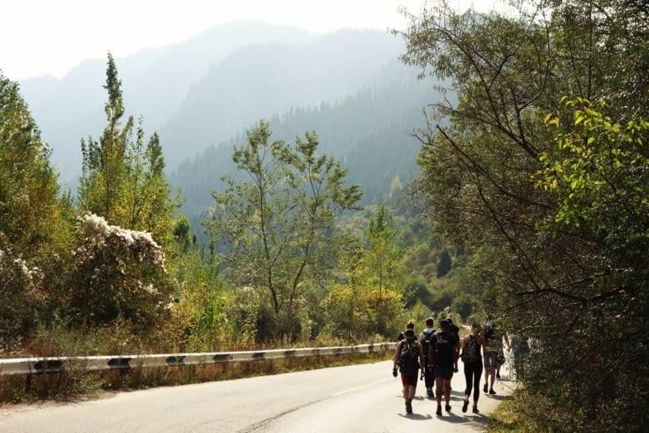 Départ de la rando pour le Grand Lac d'Almaty / Starting toward the Big Almaty lake