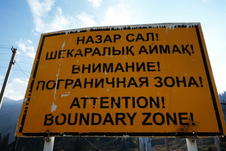 Zone frontalière avec le Kirghizstan /  Boundary zone with Kyrgyzstan