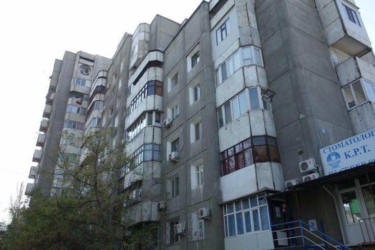 Immeuble datant de l'ère soviétique (dans lequel loge Tatiana) / Soviet building (in which Tatiana is living)