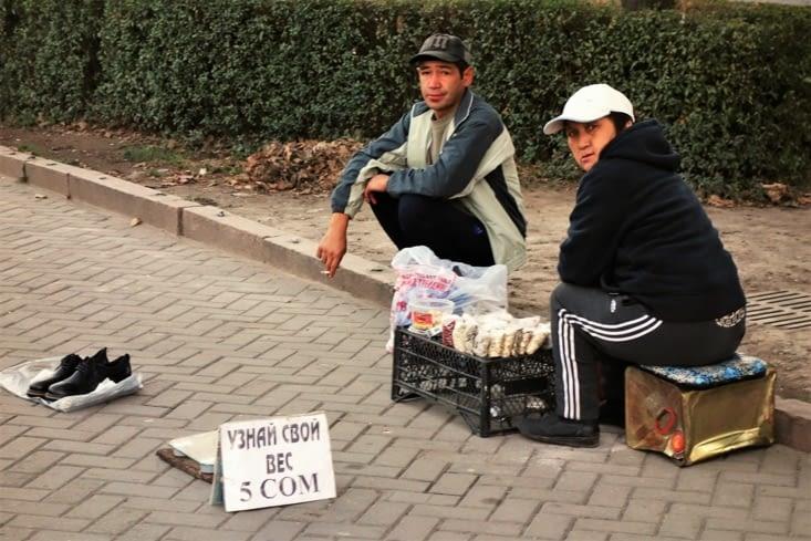 Pèse-personne en libre-service ! / Scale in the street !