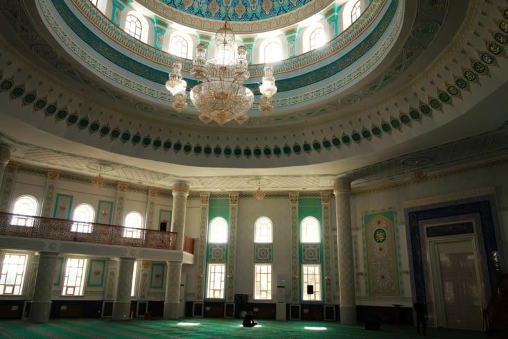 L'intérieur de la mosquée / Inside the Central Mosque