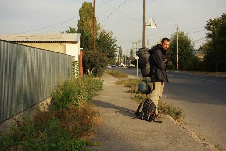 ...ou près de l'arrêt de bus / ...or near the bus stop