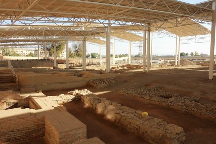 Ruines d'un autre caravansérail / Ruins of another caravanserai