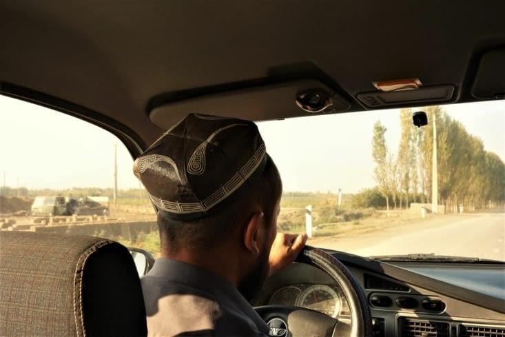 Notre chauffeur a bien son chapeau / Our driver has his hat