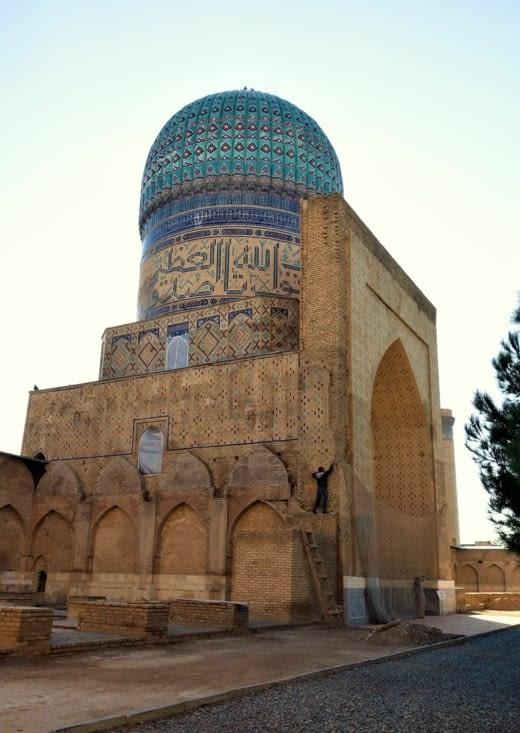 Cour intérieure de la mosquée Bibi Kharym/Bibi Kharym mosque courtyard