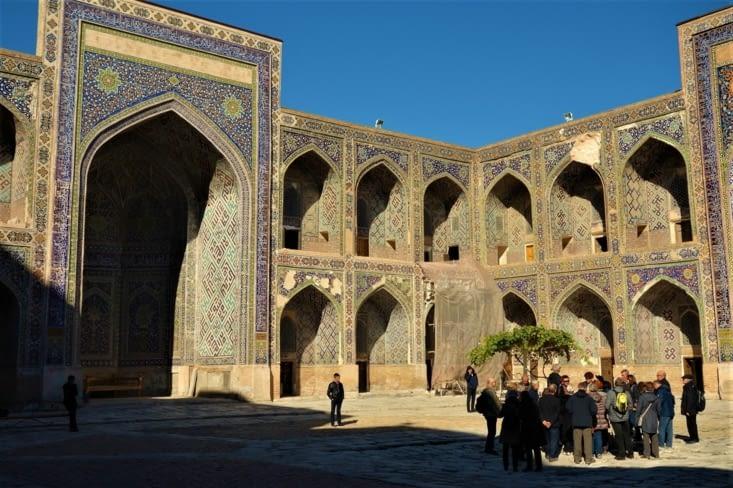 La cour intérieure de Tylia Kari /Tylia Kari madrasa courtyard