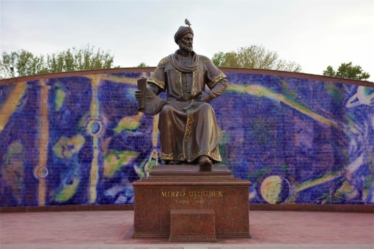 Statue d'Ulugh beg