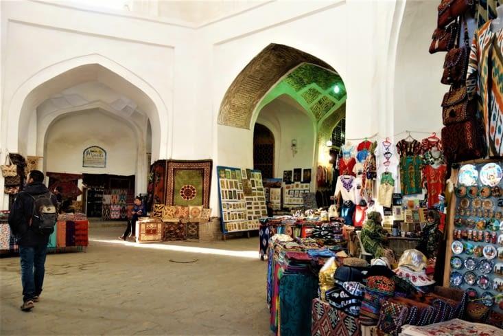 A l'intérieur du marché / Inside the market