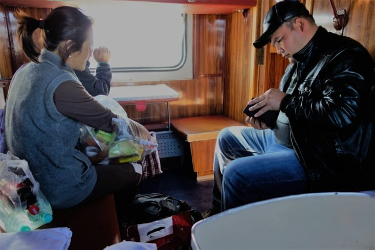 On fait du commerce / Business in the train