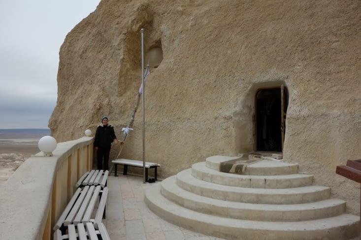 L'entrée de la mosquée souterraine / Underground mosque entrance