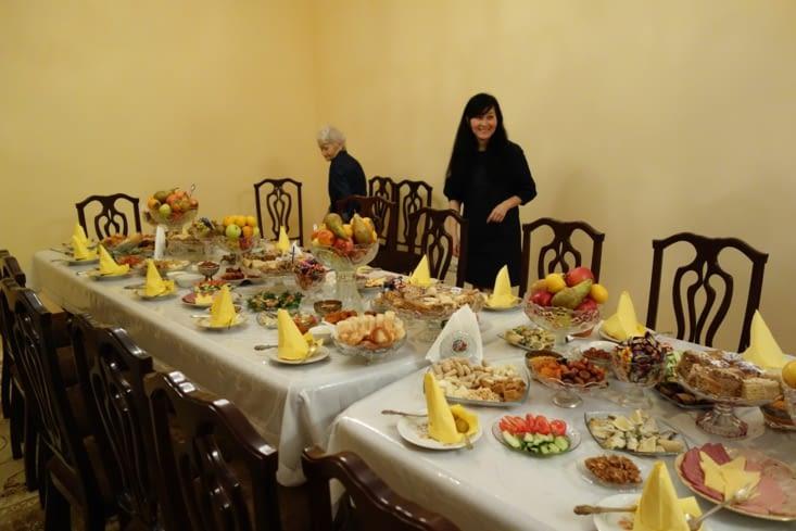 Tellement de nourriture !  / So much food !