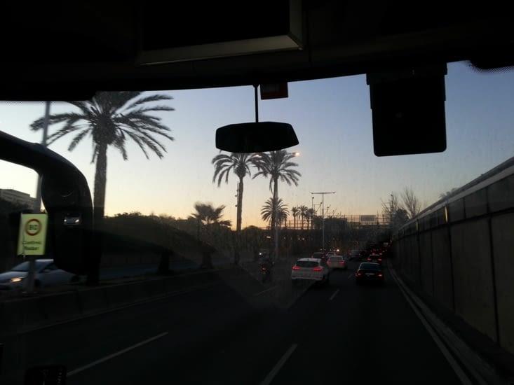 Arrivée à Barcelone, lundi matin, le soleil se lève sur les bouchons ...
