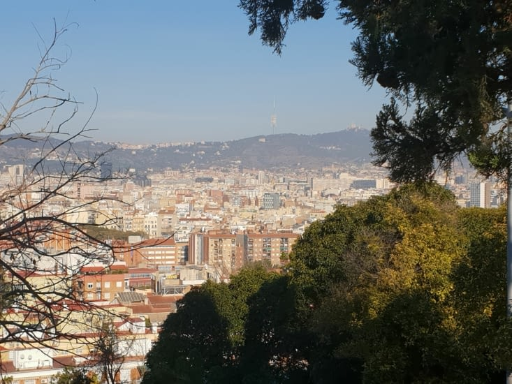 D'ici on perçoit l'étendue de la ville de Barcelone.