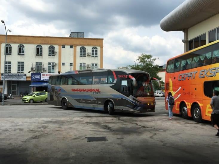 Une fois arrivé à Mersing, nous prenons le bus jusqu'à Singapore