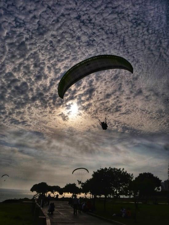 Parapente au coucher de soleil
