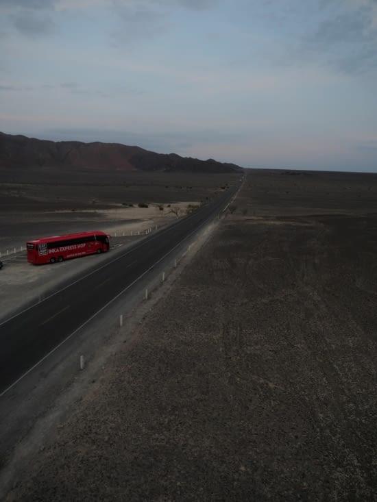 La Panamerica qui traverse le désert de Nazca