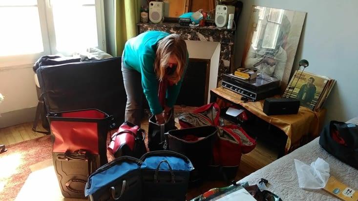 Et on a préparé les sacoches... dur dur de choisir quoi amener sans que ça pèse trop!!