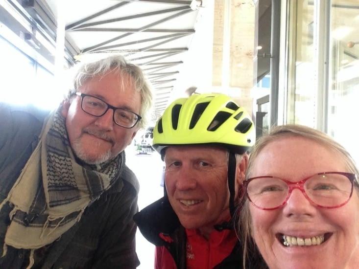 Les cyclistes au café