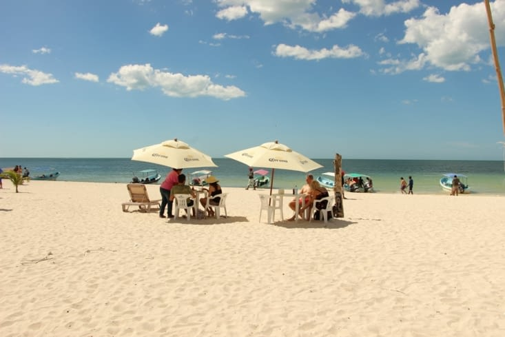 Repas sur la plage de Celestun