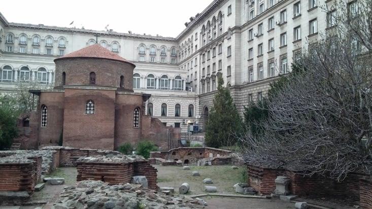 Dans la cour du palais présidentiel