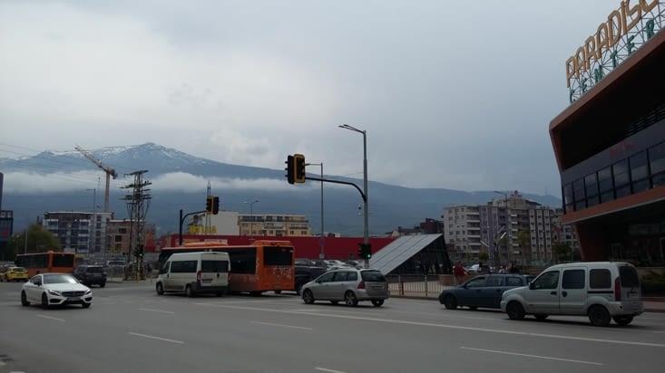 Derrière Sofia, les montagnes