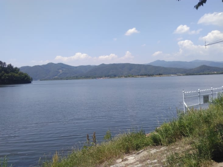 Le lac où la rivière se jette