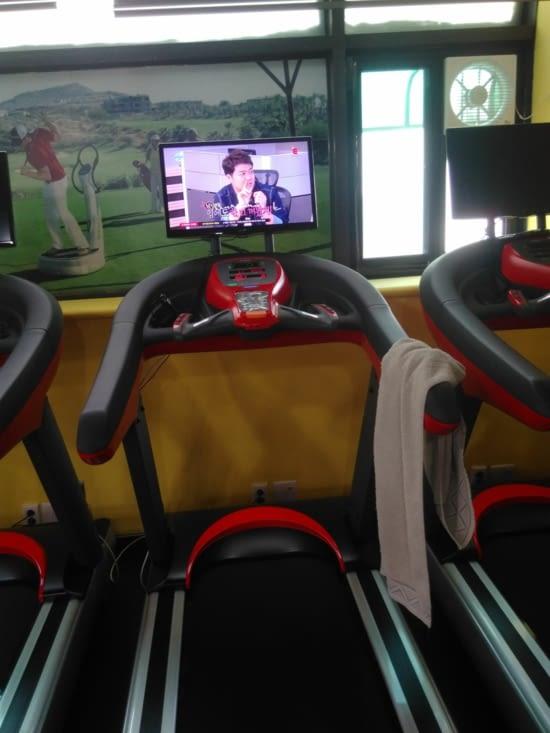 Les tapis de course, télé intégrée évidemment