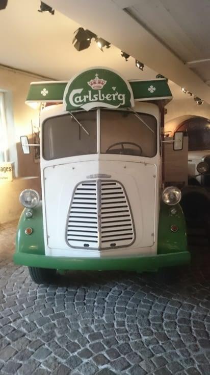 Ancienne camionnette Carlsberg