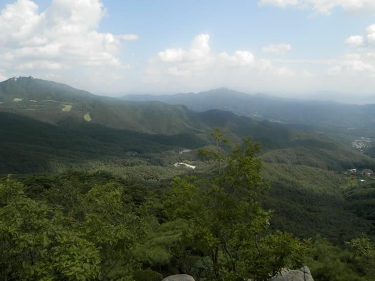 Nous pouvons voir Dongwahsa au loin