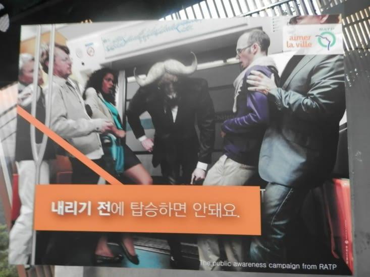 Une affiche de la RATP traduite