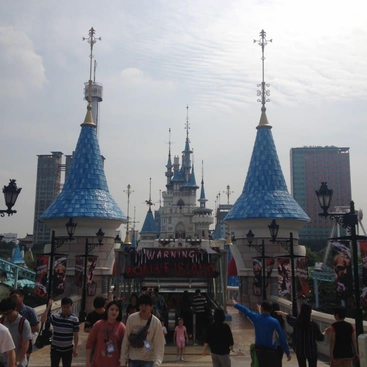 Entrée du Zombie Island et le château (vous avez dit Disneyland?)