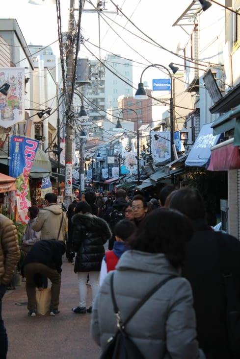 Au cœur d'une petite rue commerçante